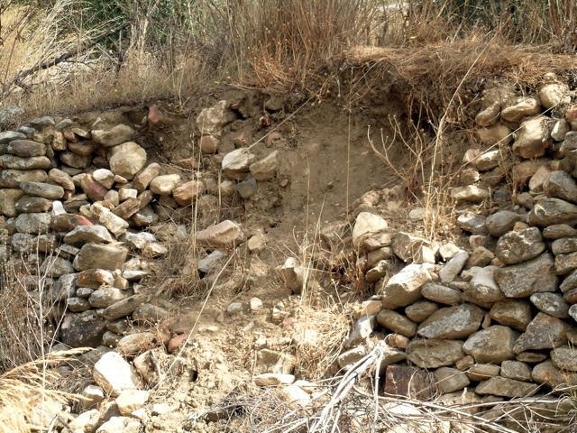 eingestürzte, alte Terrassenmauer in der Tragea