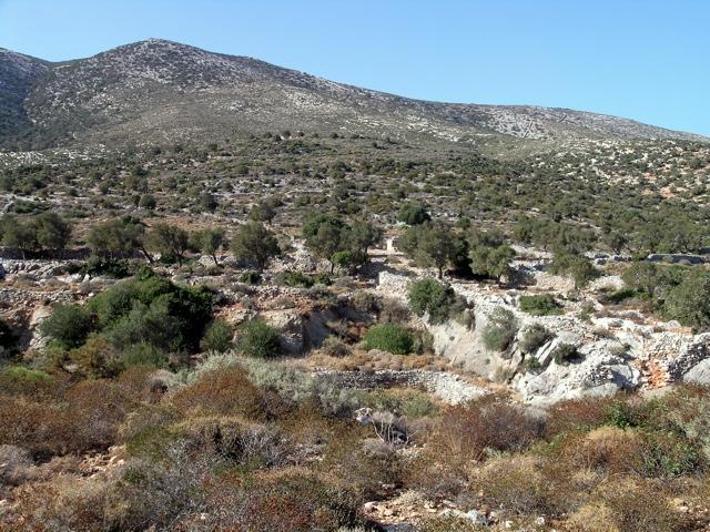 auf der Ostseite, bei Moutsouna