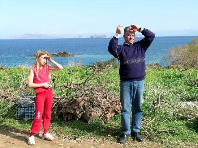 Angeliki und Nikos Pantelias lassen den Drachen steigen