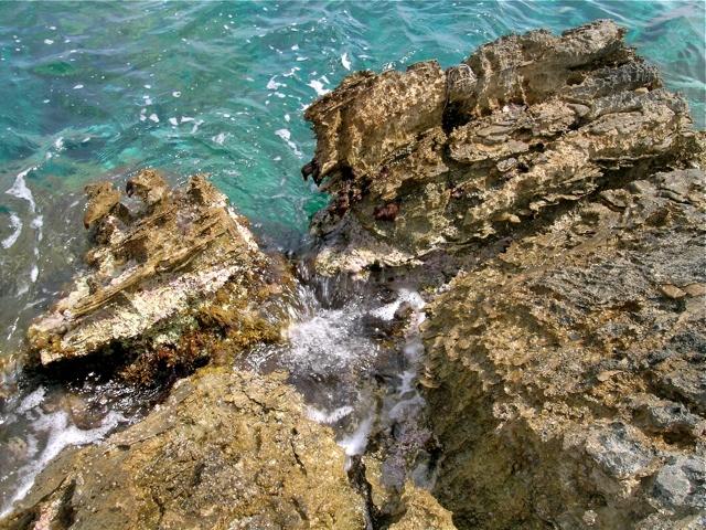 zerfressene Marmorküste