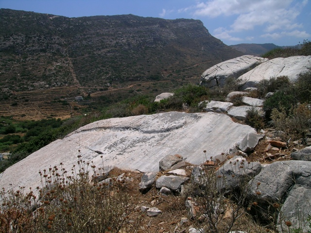 im antiken Steinbruch bei Apollonas
