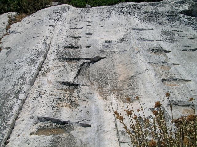 Der antike Steinbruch beim Kouros von Apollonas