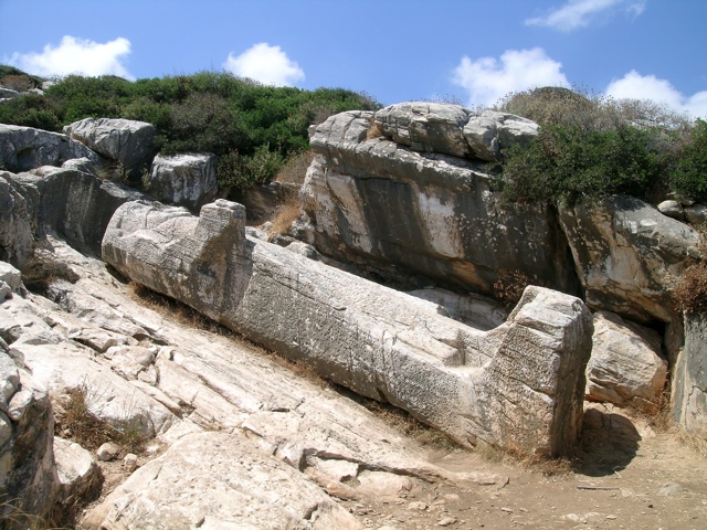 the Kouros of Apollonas